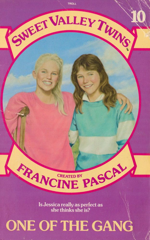 Sweet Valley Twins 10: One of the Gang